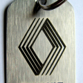 Lasersko graviranje logoa i brendova na metalu i metalnim privescima